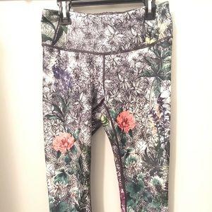 CALIA by Carrie Underwood Floral leggings Sz Sm